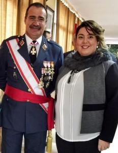 Meritxell Codina, con el General Jefe de la Base Aérea de Torrejón.
